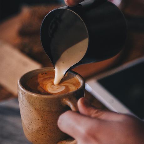 """Green Web Foundation: """"Ihr Cappuccino hat den gleichen CO₂-Fußabdruck wie zwei Stunden Zoom"""""""