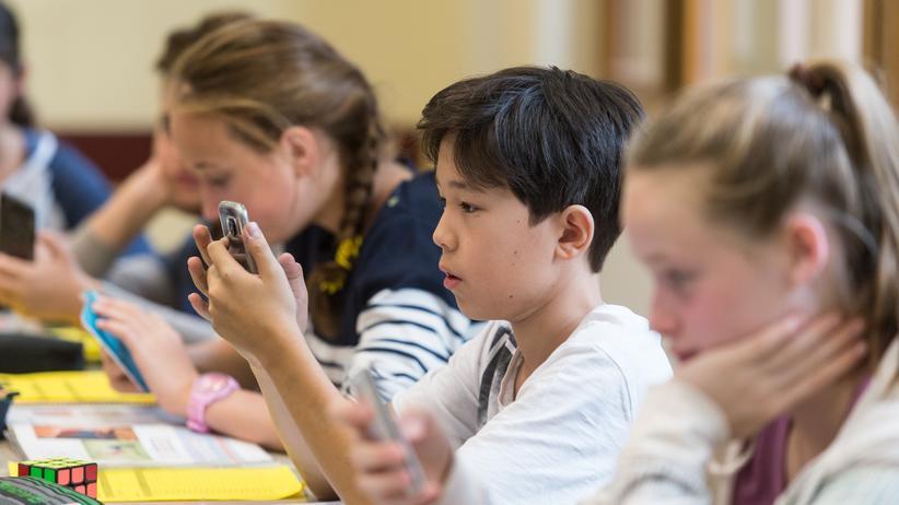 Soziale Netzwerke: Facebook stellt neue Kontrollfunktionen für Kinder vor