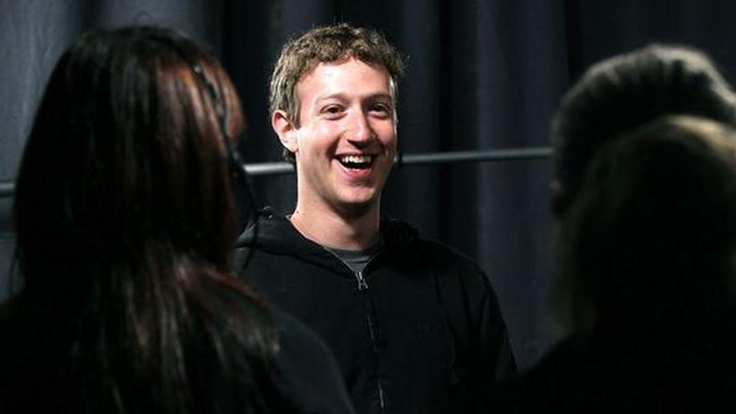Mark Zuckerberg, lachend