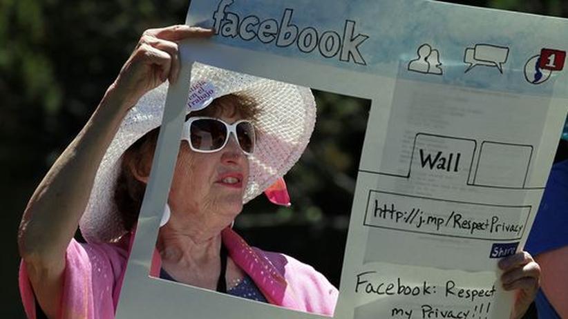 Demonstration gegen Facebook vor dem Hauptquartier in Palo Alto