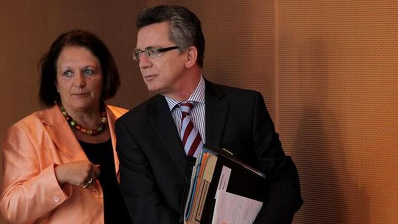 Datenschutz: Innenminister Thomas de Maizière mit der Justizministerin Sabine Leutheusser-Schnarrenberger bei der jüngsten Sitzung des Kabinetts in Berlin zum Thema Datenschutz von Arbeitnehmern