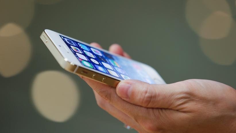 Apple soll ein spezielles Programm schreiben, um dem FBI Zugriff auf ein iPhone zu verschaffen.