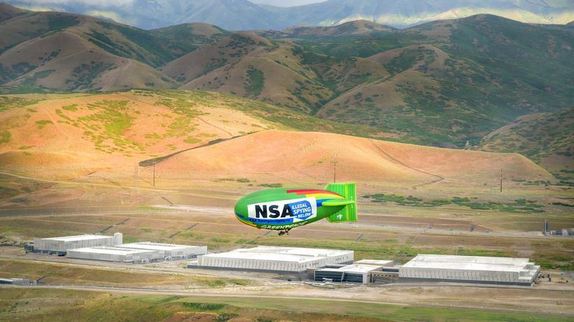 Aktion von EFF und Greenpeace über dem NSA-Rechenzentrum in Utah