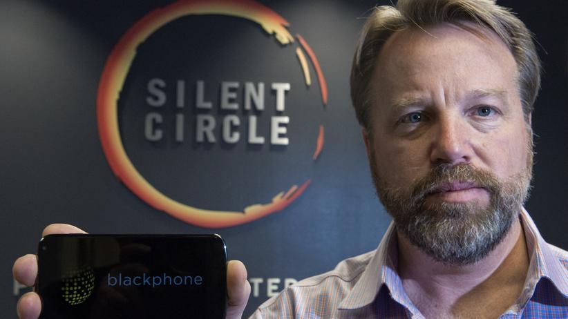 Mike Janke mit einem Blackphone