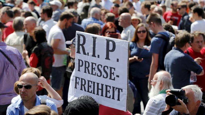 Pressefreiheit: Im Sommerabgrund