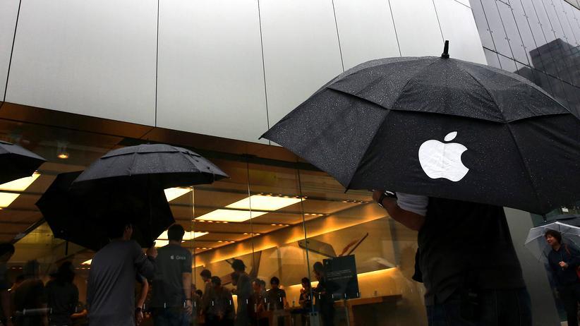 Apple: Darf Apple seine Nutzer bedingungslos schützen oder muss es sie im Regen stehen lassen?