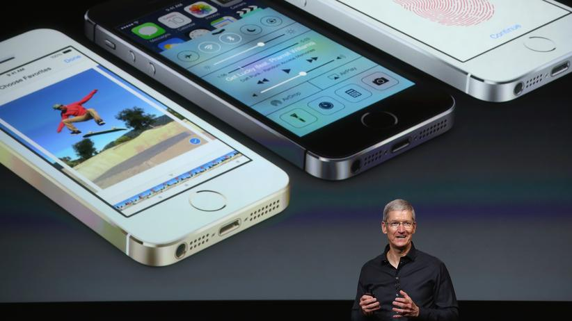 Apple-Chef Tim Cook bei der Vorstellung der iPhone-Modelle 5C und 5S im September 2013.