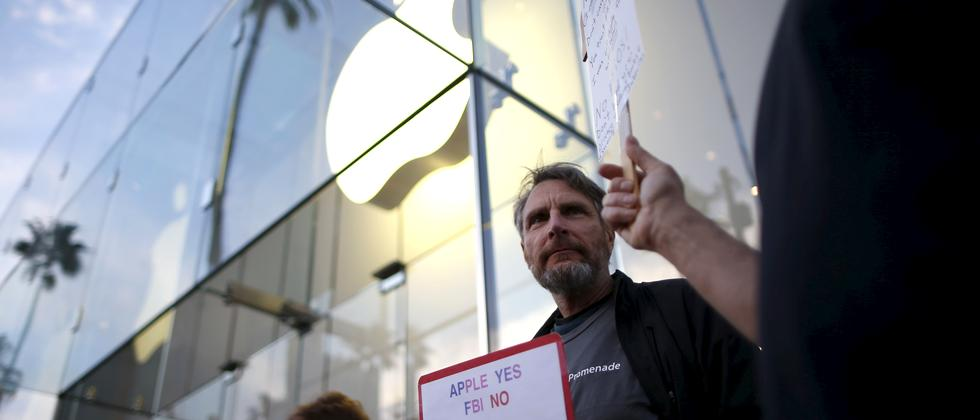 Protest vor Apple Store