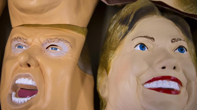 Demokraten: Masken von Donald Trump und Hillary Clinton