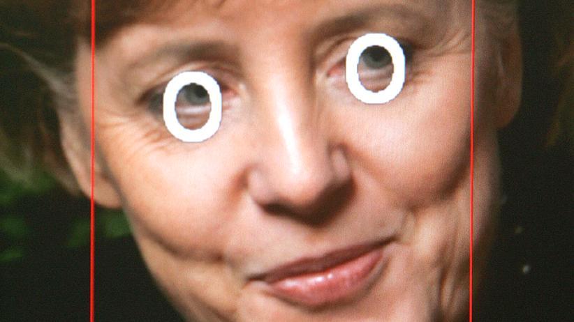 Gesichtserkennung, angewandt auf ein Bild von Angela Merkel.