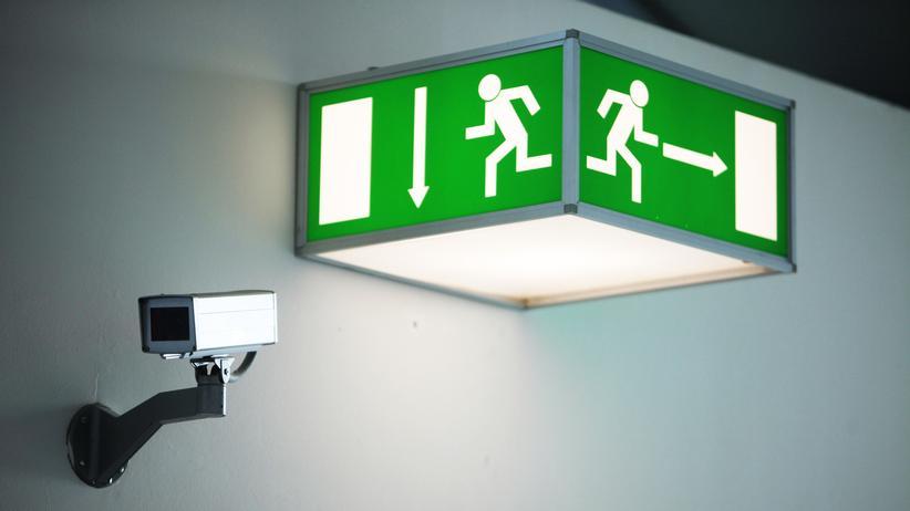 Videoüberwachung: Videoüberwachungskamera am Frankfurter Flughafen