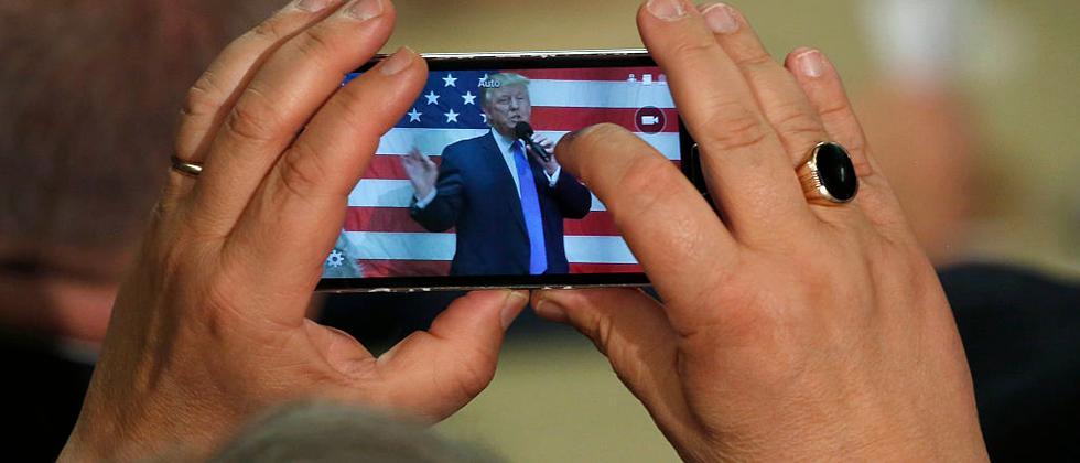 Donald Trump steht wegen seiner Handynutzung in der Kritik.