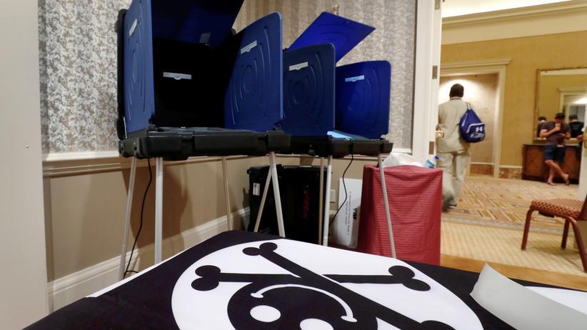 DEF CON: Wahlmaschinen im Voting Village der DEF CON