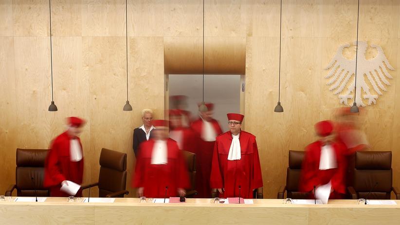 Verfassungsbeschwerde: Was BER und Vorratsdaten gemeinsam haben
