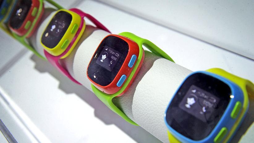 Helikoptereltern: Sogenannte Kinder-Smartwatches gibt es inzwischen fast standardmäßig mit GPS-Ortung, eingebauter Kamera und SIM-Karte.