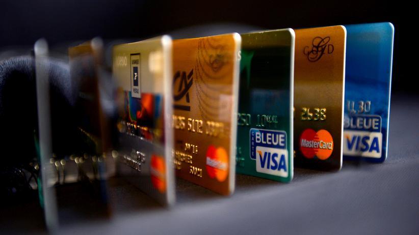 """OpenSchufa: Wie berechnet die Schufa ihren Score? """"Berücksichtigt werden beispielsweise Konten, Kreditkarten, Kredite und Zahlungsstörungen"""", sagt ihr Presseprecher."""