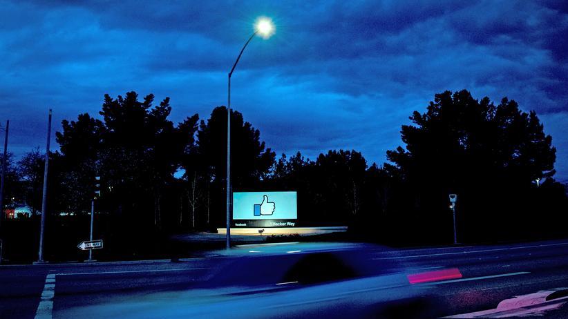 Facebook: Daumen hoch! Im Facebook-Hauptquartier in Menlo Park werden auch nach dem neuesten hauseigenen Datenskandal nicht die Lichter ausgehen. Mutmaßlich.