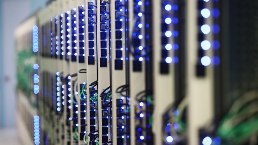 Pressefreiheit: Dürfen Geheimdienste Zugriff auf Server von Verlagen und Medienhäusern haben?