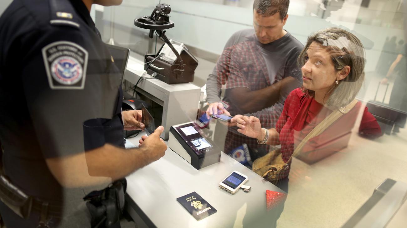 Reisen: So schützen Sie Ihre Daten an der Grenze