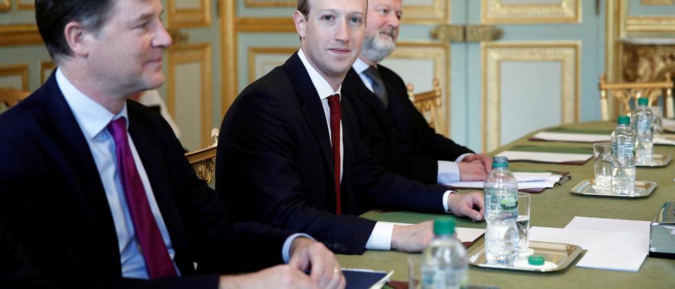 Soziale Medien: Facebook will Verfasser von Hasskommentaren an Justiz weitergeben