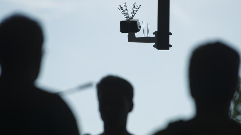 ClearView: Auch deutsche Politikerinnen und Sicherheitsbehörden setzen auf Gesichtserkennung: Diese Kamera überwachte im Rahmen eines Pilotprojekts den Berliner Bahnhof Südkreuz.
