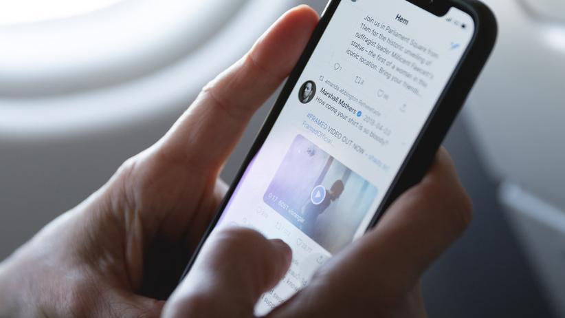 Social Media: Privatpersonen könnten weiter twittern, doch Unternehmen und Behörden müssten ihre Konten nach Ansicht von Datenschützer Stefan Brink entfernen.
