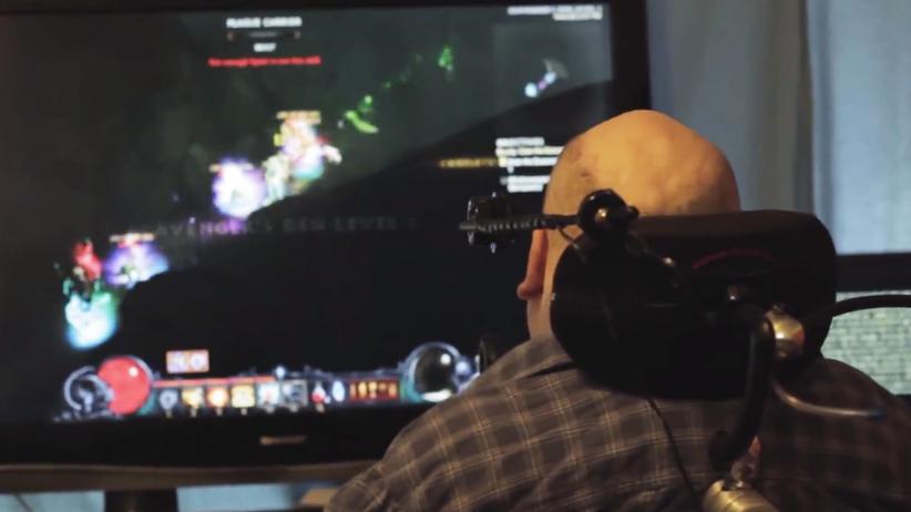 """NoHandsKen spielt """"Diablo III"""" mit dem Mund."""