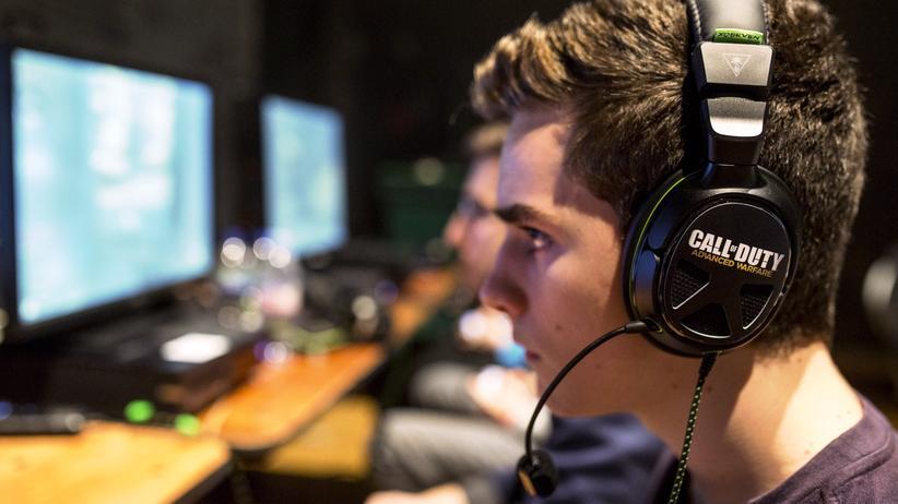 """Games: Ein Spieler während der letztjährigen WM in """"Call of Duty"""""""