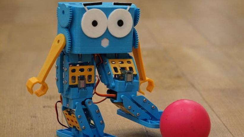 spielwarenmesse diese roboter sollen in die schule gehen. Black Bedroom Furniture Sets. Home Design Ideas