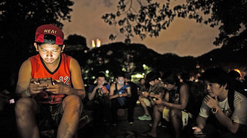 """""""Pokémon Go"""" Spieler in Manila"""