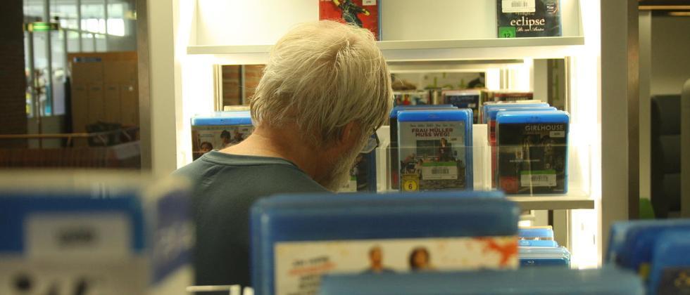 Games aus der Bibliothek – für Menschen mit wenig Geld häufig die einzige Alternative.