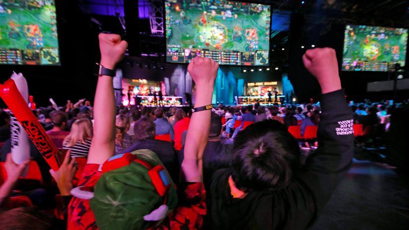 """League of Legends: """"League of Legends"""" ist ein beliebtes Onlinespiel, in dem zwei Teams gegeneinander antreten. Jetzt soll es auch in Europa eine Profiliga geben. Im Bild: die Mid Season Invitational E-Sport Championship in Paris."""