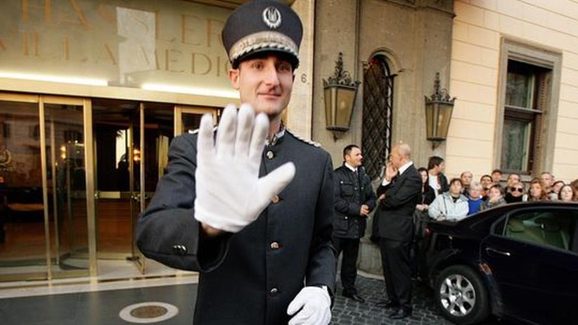 doorman-hotel