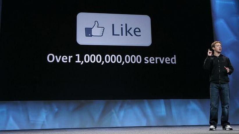 Facebook: Facebook-Chef Mark Zuckerberg bei der Präsentation neuer Anwendungen auf der Entwicklerkonferenz F8 in San Francisco
