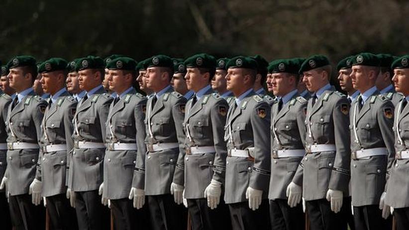 Stillgestanden – Soldaten dürfen nicht twittern oder bloggen, ihr Dienstherr kontrolliert, was über die Bundeswehr verbreitet wird