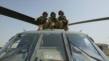 Amerikanische Piloten eines Blackhawk Hubschschraubers im Irak