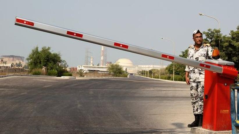Wache am Gelände des Reaktors Bushehr in Südiran