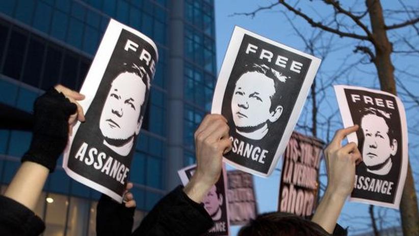 Haftprüfung: Assange bleibt vorerst in Haft
