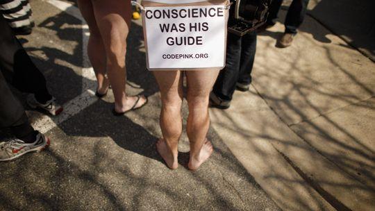 Demonstranten protestieren gegen die schlechten Haftbedingungen von Bradley Manning vor dem State Department in Washington