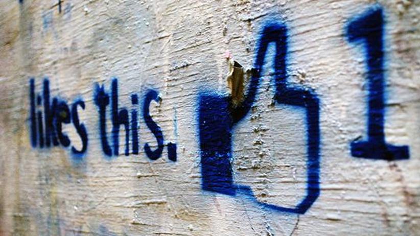 """Facebook: Ein Graffiti des Facebook """"Gefällt mir""""-Knopfs"""
