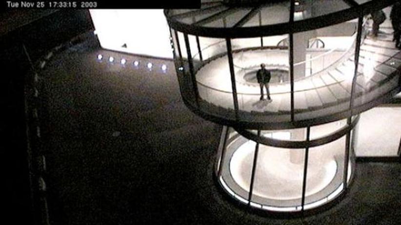 """Webcam: Das Foto """"Zeughaus, Berlin, Germany, 2003"""" aus dem Projekt """"Der Reisende"""" von Jens Sundheim und Bernhard Reuss"""