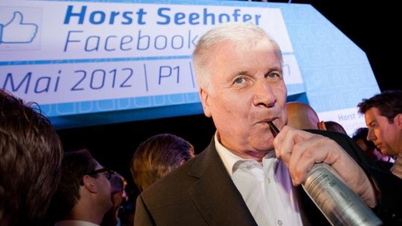 Horst Seehofer, ein Energiedrink und viele Facebook-Partybesucher