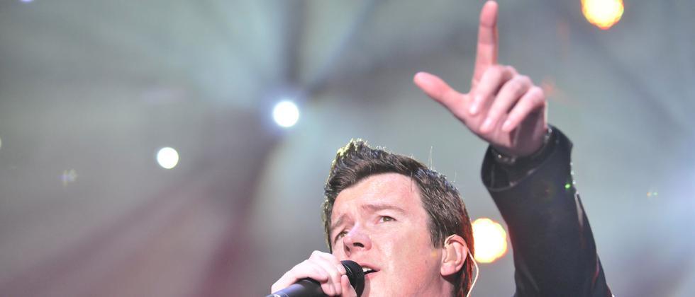 Ein Video des Sängers Rick Astley wird seit Jahren gern zum Trollen benutzt.
