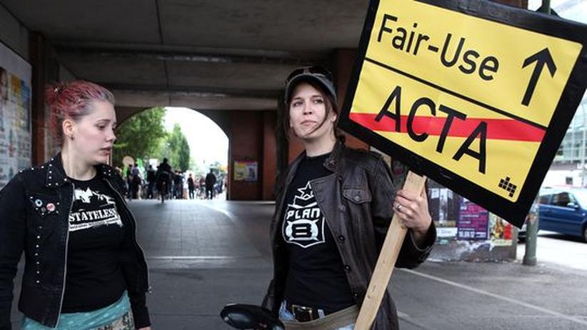 Demo gegen das Urheberrechts-Abkommen Acta in Berlin