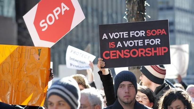 Demo in den USA gegen SOPA, ein gescheitertes Gesetz, mit dem Urheberrechtsverletzungen bekämpft werden sollten.