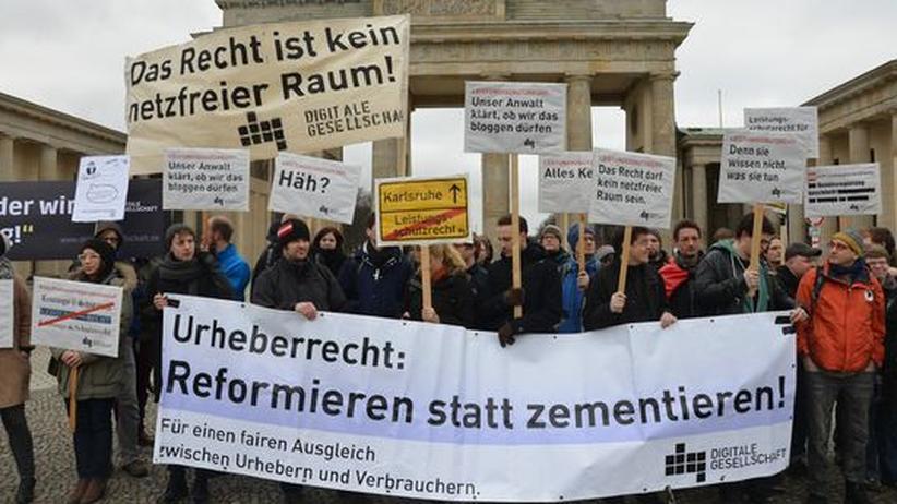 Demonstration gegen das Leistungsschutzrecht vor dem Brandenburger Tor