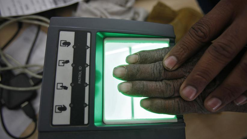 Big Data: Alles wird verdatet – Volkszählung in Indien, bei der Fingerabdrücke und Augen aller Bürger gescannt werden.