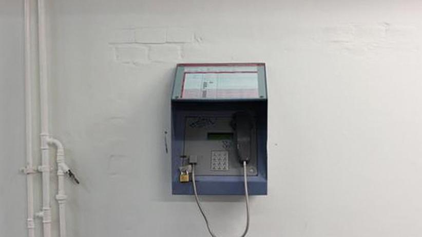 Internet im Knast: Ein Telefon in der JVA Tegel