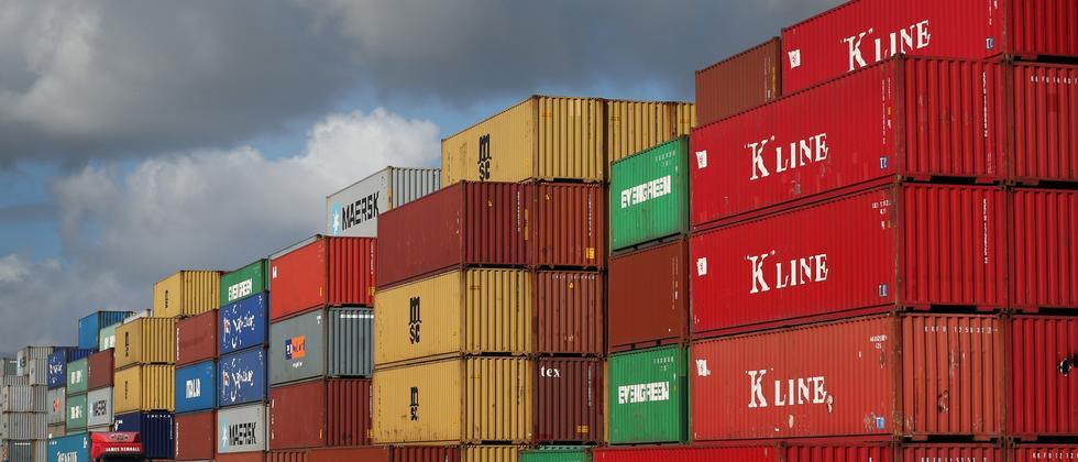 Alles kann nützliche Daten liefern, auch die Zahl an Containern, wie hier in einem britischen Hafen.
