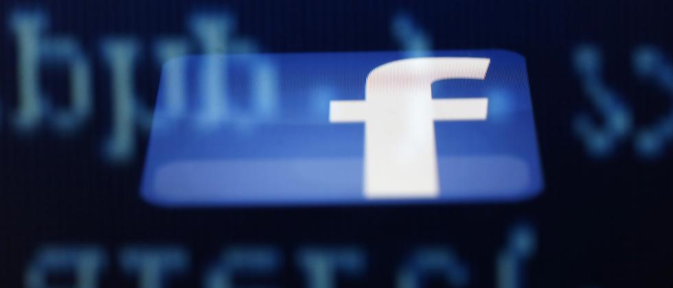 Das Facebook-Logo auf einem Smartphone